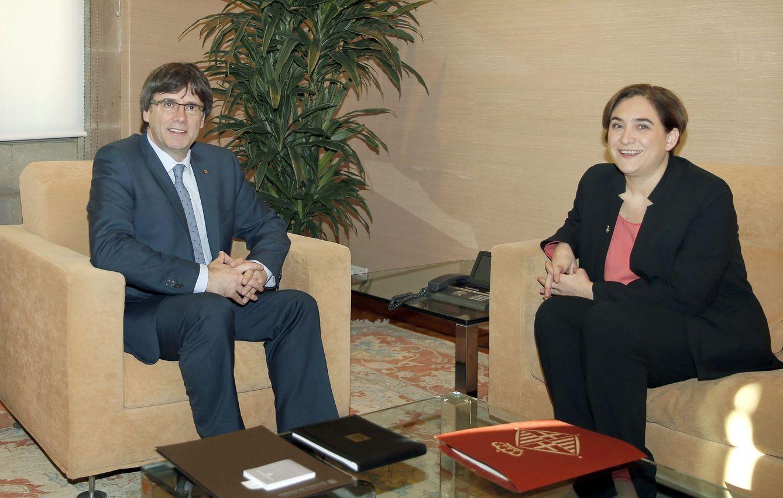 Ada Colau, en su primera reunión con Carles Puigdemont. (EFE)
