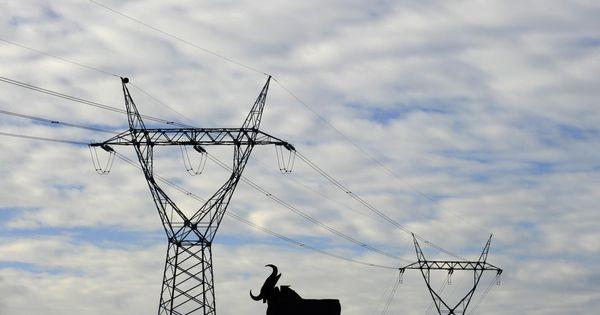 Factura de la luz la cnmc castiga a las grandes for Cambiar instalacion electrica sin rozas