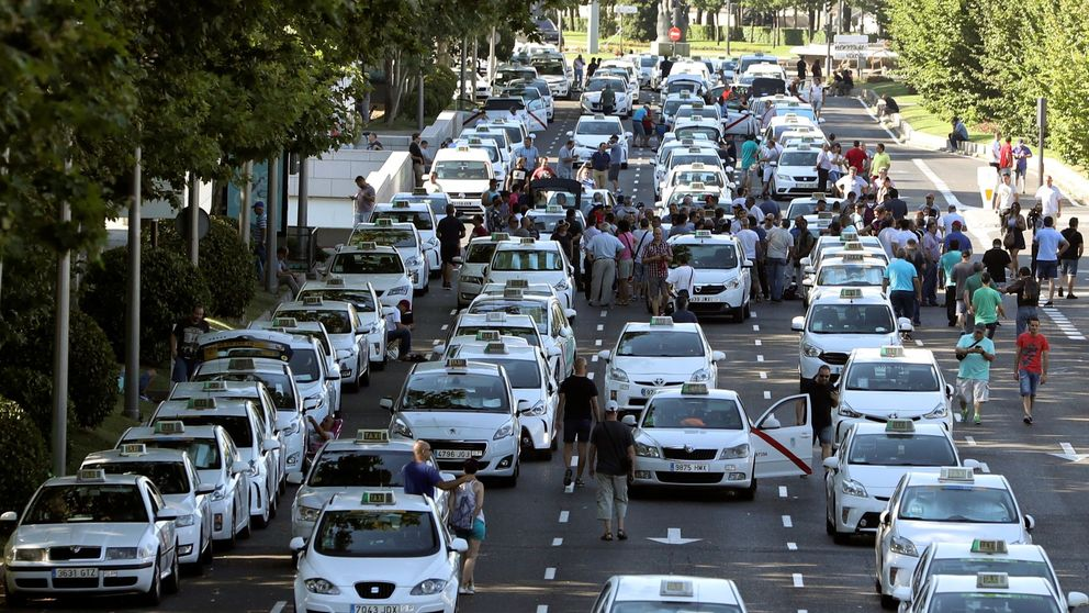 Madrid insiste en la 'doble licencia' para los VTC como solución al taxi