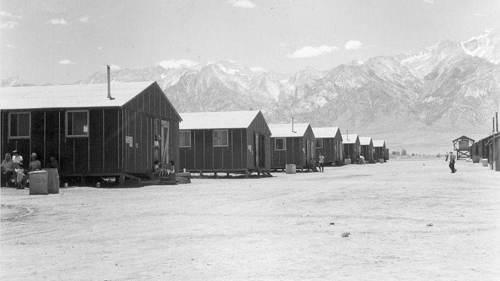 Foto: El campo de concentración de Manzanar, con las montañas al fondo. (CC/Wikimedia Commons)