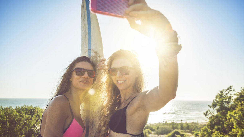 Foto: Un solo móvil para unir a 1.700 mujeres. (iStock)