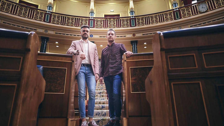 Felipe Sicilia y Arnau Ramírez, en el Congreso de los Diputados, en un reportaje para Vanitatis. (Limited Pictures)