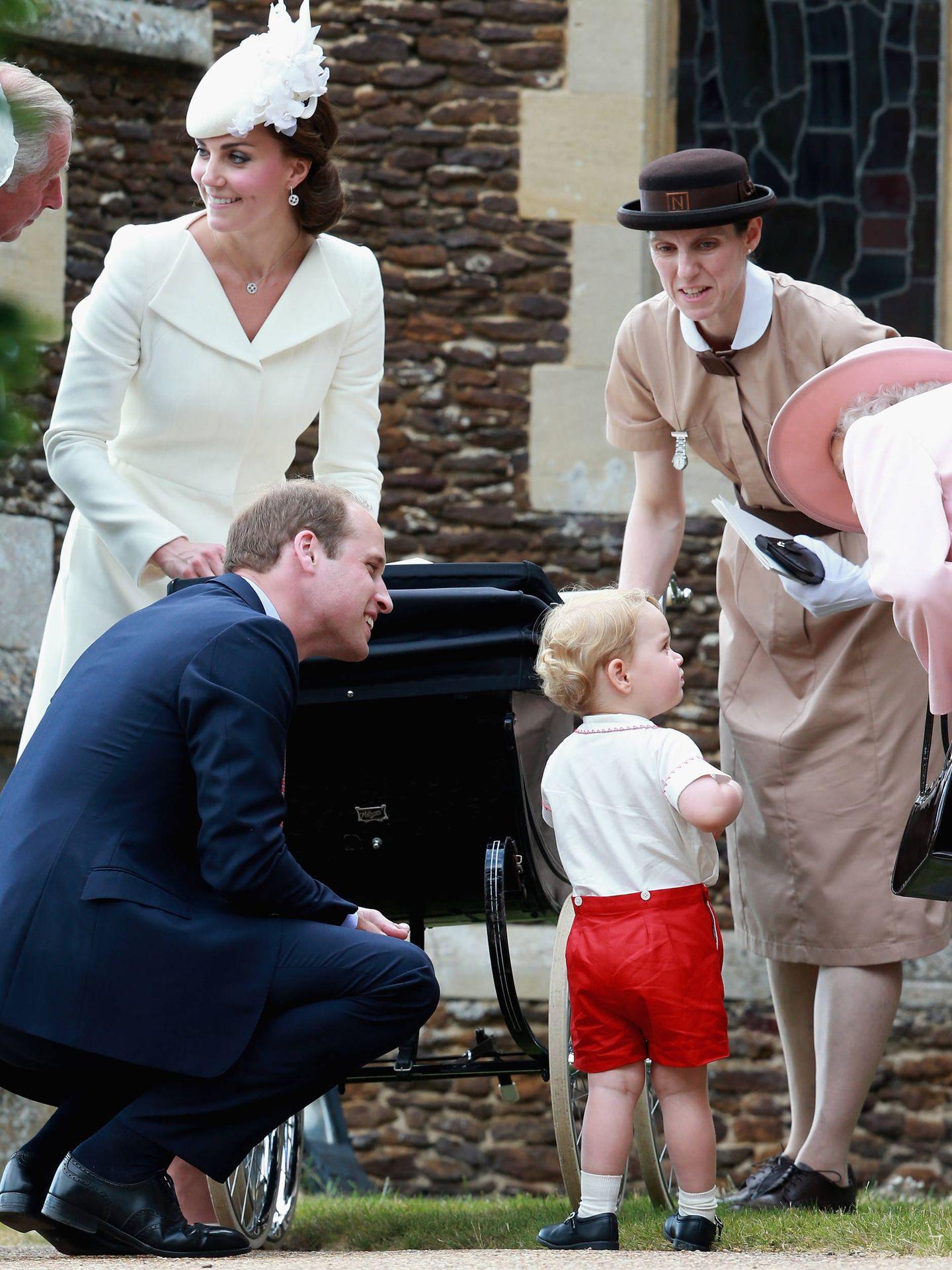 María Teresa junto a los duques y la reina Isabel II. (Getty)