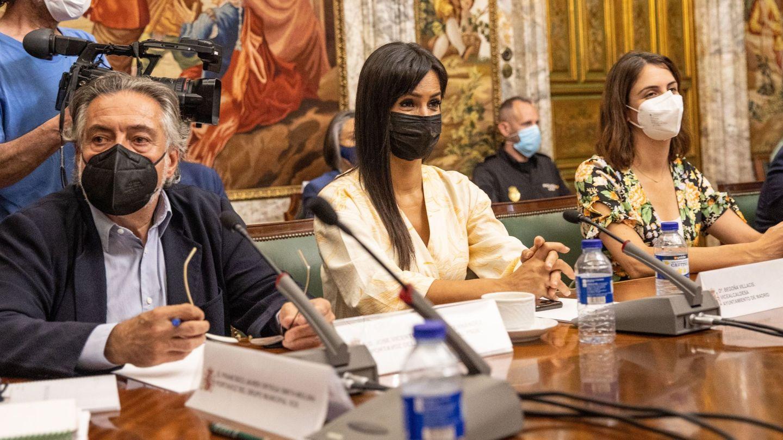 De izqda. a dcha.: Hernández (PSOE), Villacís (Cs) y Maestre (Más Madrid). (EFE)