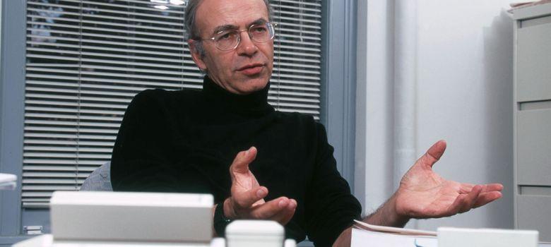 Foto: Peter Singer, el polémico profesor de bioética de Princeton, en su despacho univresitario. (Corbis)