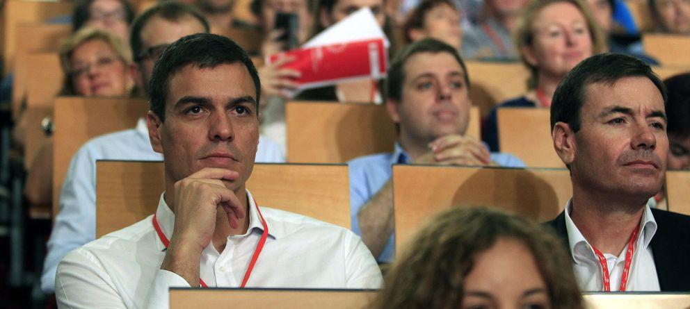 Foto: Pedro Sánchez y Tomás Gómez en el Congreso del PSOE. (EFE)