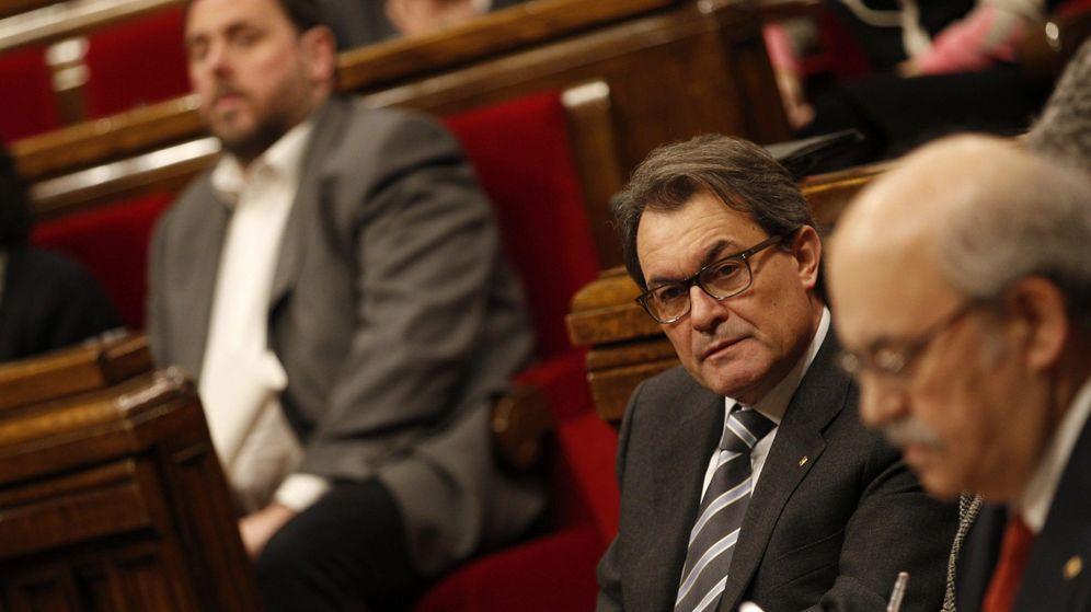 Foto: El presidente de la Generalitat, Artur Mas (c), el lider de ERC, Oriol Junqueras (i). (EFE)