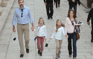 Los Reyes acuden al cine con sus hijas para ver 'Exodus', lo nuevo de Ridley Scott