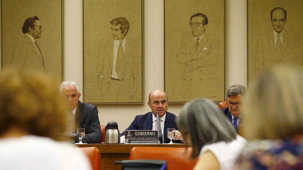 Guindos defiende la venta del Popular al Santander: se contactó con los 5 interesados