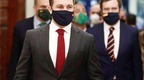 Gemelos, corbatas y hasta paraguas… La bandera de España toma el Congreso