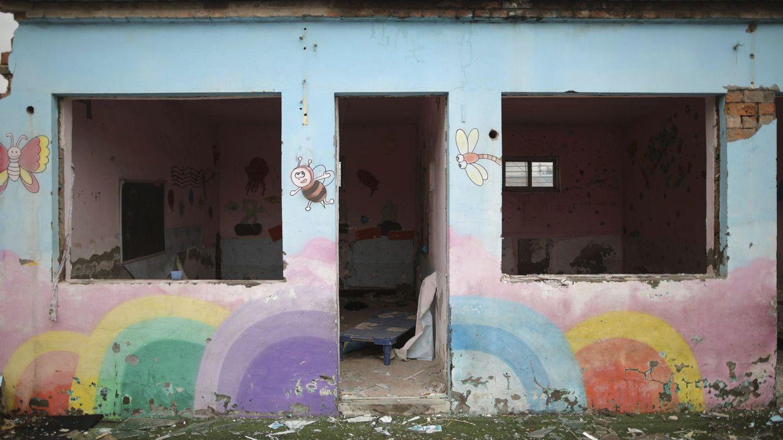 Foto: Demolición de una guardería utilizada por inmigrantes rurales en el distrito de Changping, en Pekín (China). (EFE)