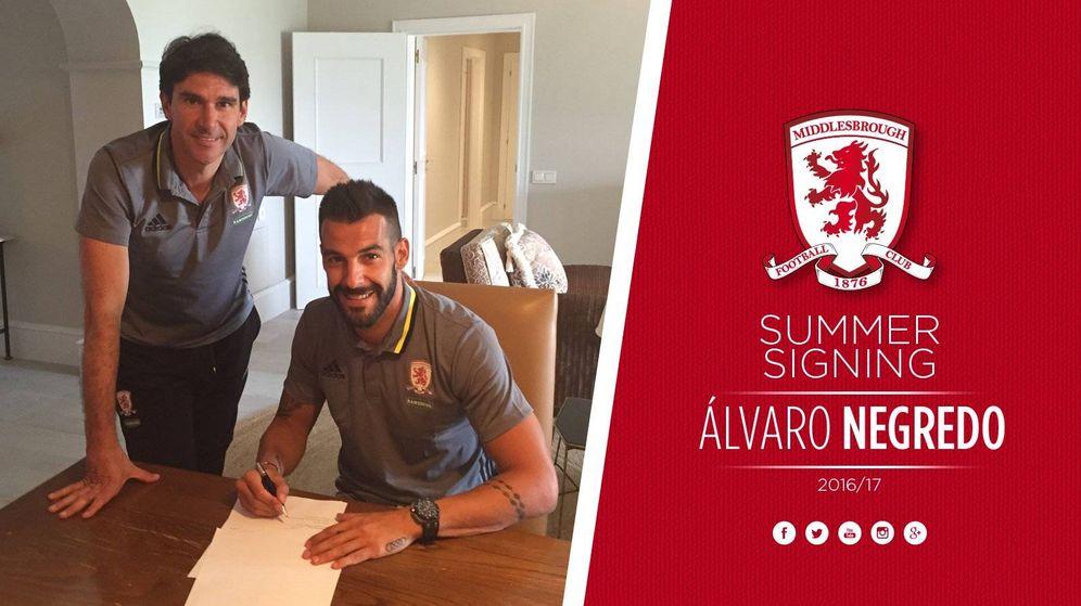 Foto: Negredo durante su firma con el Middlesbrough