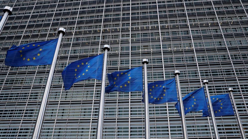 Foto: Banderas de la UE frente a la sede de la Comisión Europea en Bruselas. (Reuters)
