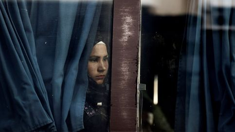Refugiados de Lesbos llegan al Pireo