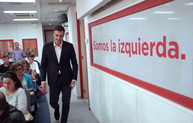 Foto: Pedro Sánchez, este 1 de octubre minutos antes de su comparecencia en Ferraz. (EFE)