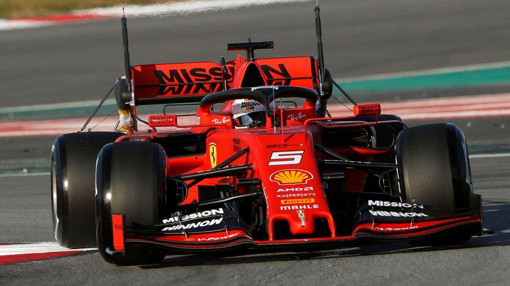 Foto: Sebastian Vettel en acción durante el primer día de test en Barcelona. (Reuters)