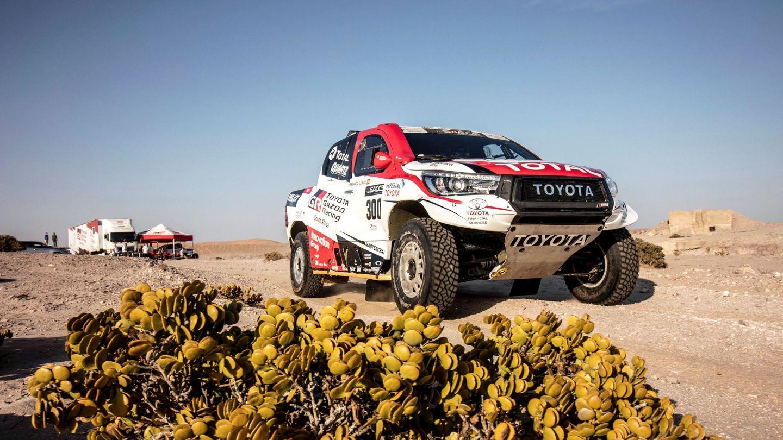 Fernando Alonso se subió de nuevo al Toyota Hilux este martes en Namibia. (EFE)