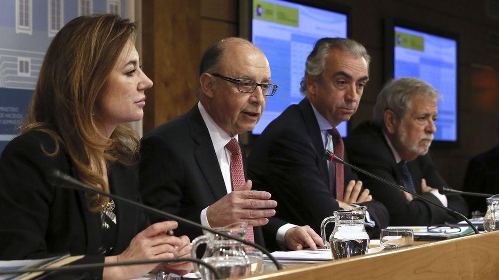 Foto: El ministro de Hacienda y Administraciones Públicas, Cristóbal Montoro, comparece en rueda de prensa para explicar los datos de déficit público. (EFE)