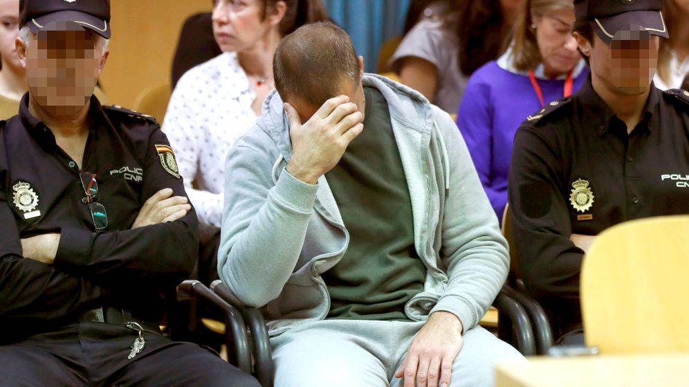 Foto: Antonio Ortiz, el presunto pederasta de Ciudad Lineal, al inicio del juicio contra él en la Audiencia Provincial de Madrid (Efe).
