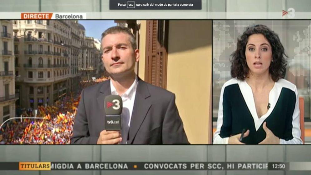 Foto: Conexión en directo de TV3 con la manifestación a favor de España. (TV3)