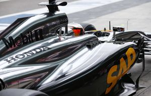 La FIA acepta el pulso de McLaren-Honda y medita igualar su motor al del resto