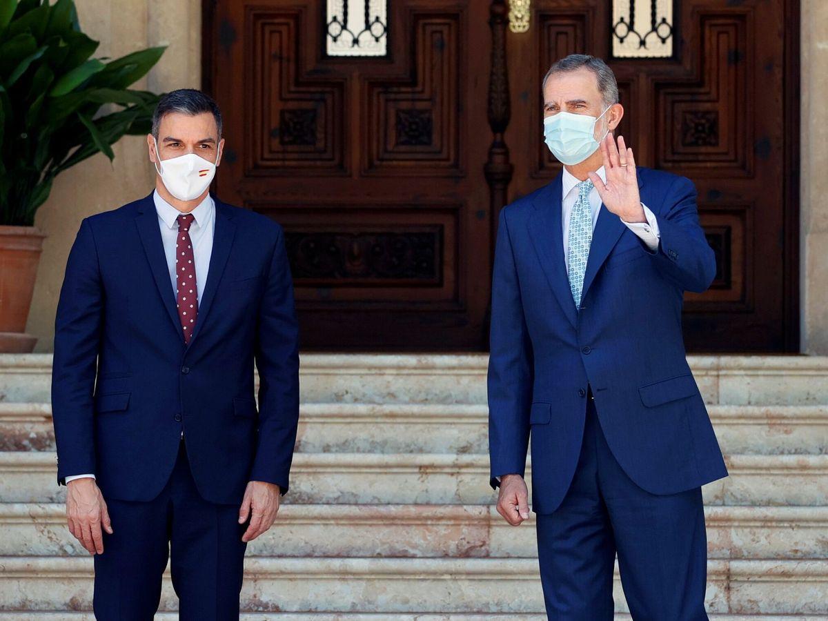 Foto: Felipe VI recibe al presidente del Gobierno, Pedro Sánchez. (EFE)
