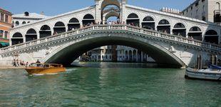 Post de Venecia multa con 950 euros a dos turistas por hacerse un café en el puente Rialto