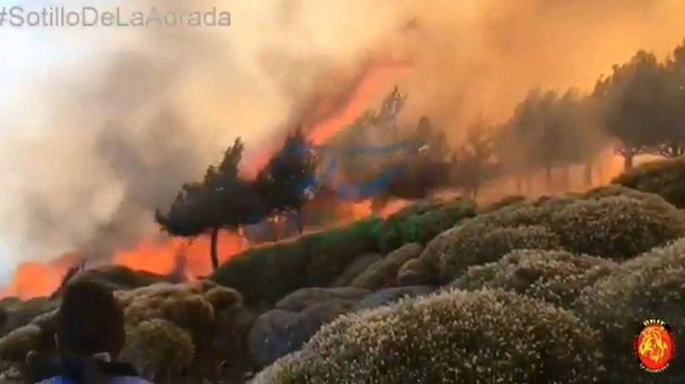 Foto: La altitud y el viento complican la extinción del incendio de sotillo (Ávila)