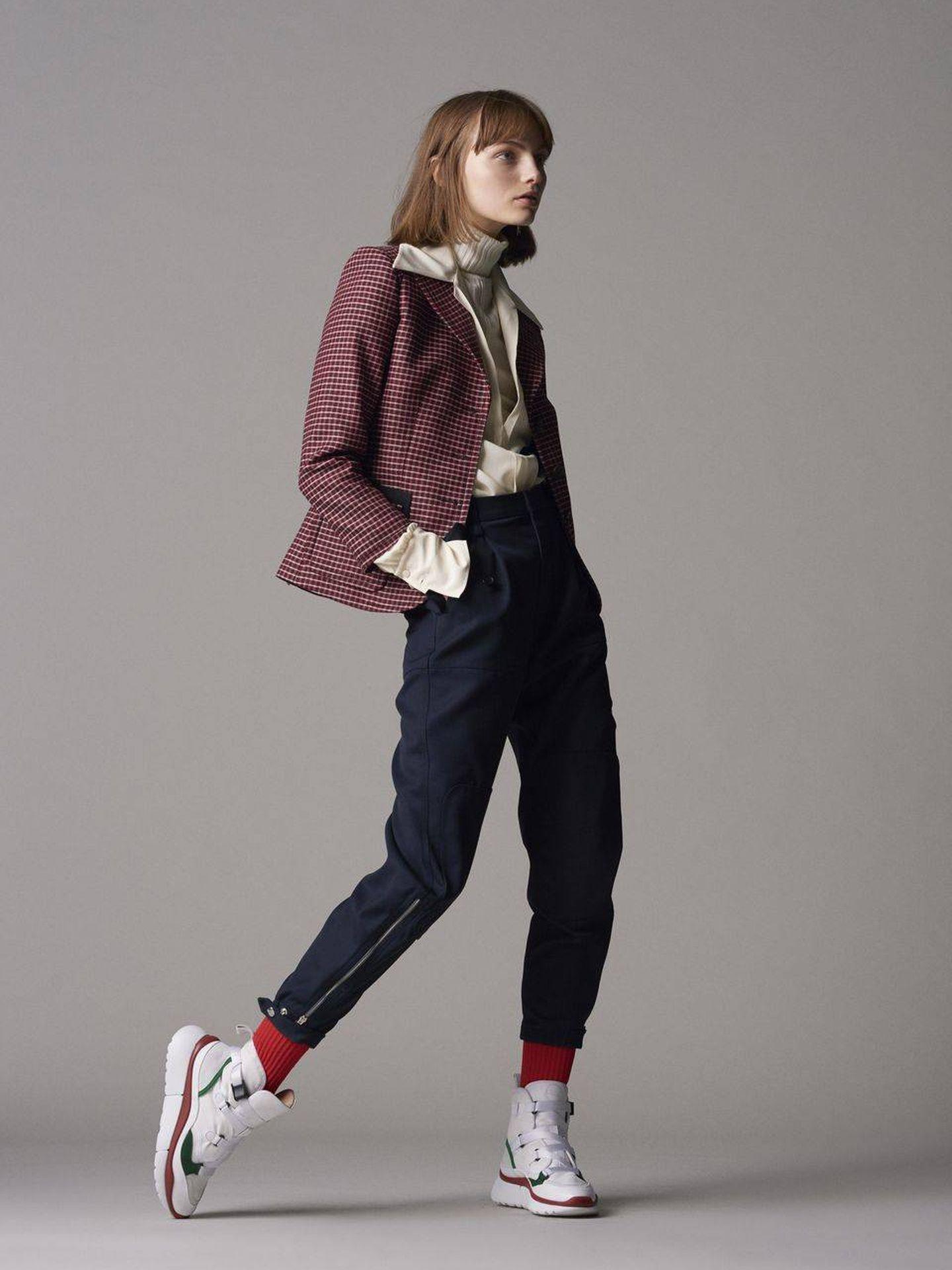 El pantalón de Chloé que lleva Rania de Jordania. (Cortesía)