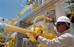 'Efecto dominó': las petroleras se hunden junto a los precios del crudo