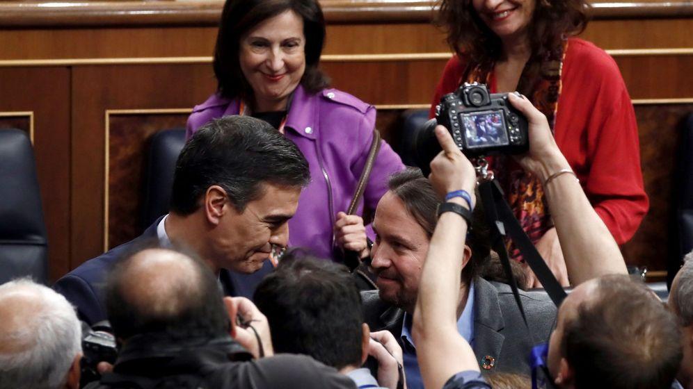 Foto: Pedro Sánchez y Pablo Iglesias, tras la sesión de investidura. (EFE)