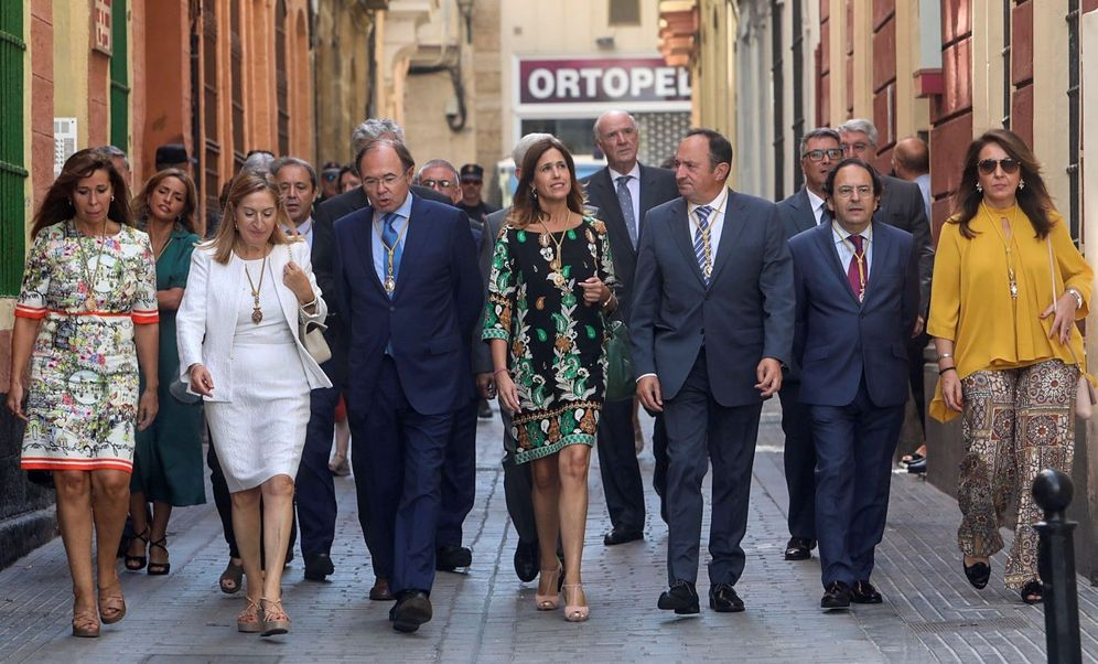 Foto: Varios políticos españoles en un acto homenaje a la comunidad iberoamericana. (Román Ríos/Efe)
