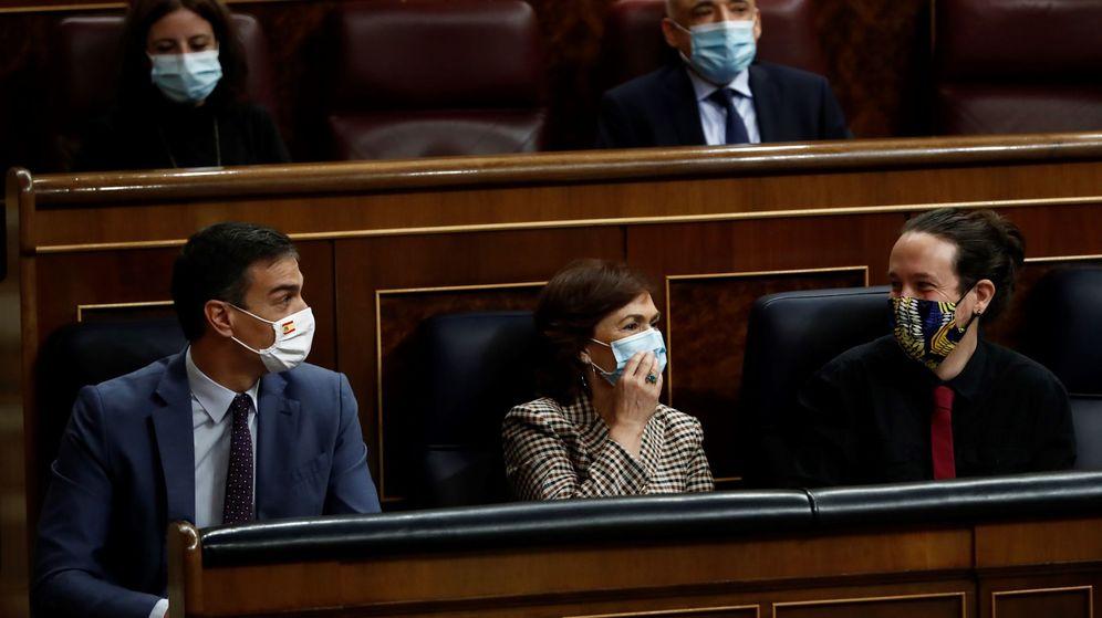 Foto: Pedro Sánchez, Carmen Calvo y Pablo Iglesias, en el Congreso. (EFE)