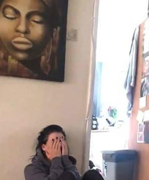 Foto: Fragmento del vídeo, con Michelle por los suelos de la risa.