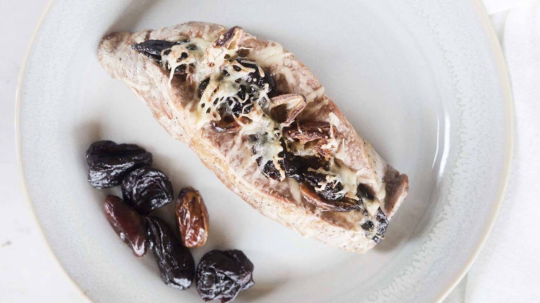 Receta de solomillo de cerdo con dátiles, queso y ciruelas, bocado dulce y salado
