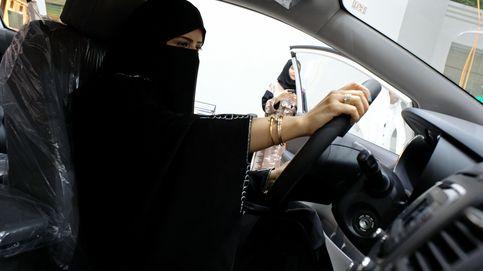 Selfies en el primer Salón del Automóvil para mujeres en Arabia SaudÍ