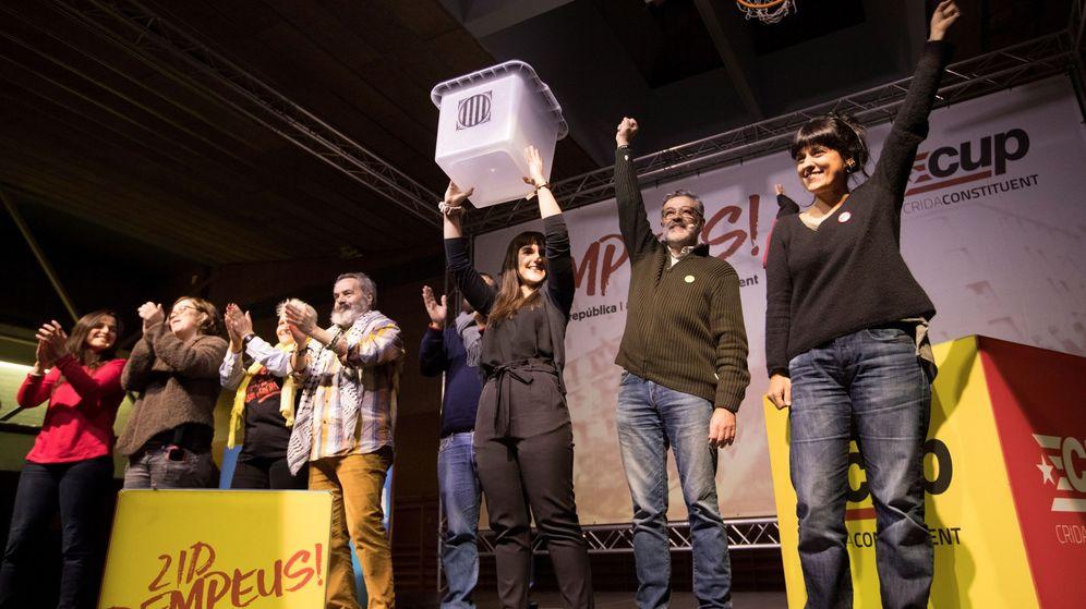 Foto: La útima imagen de Anna Gabriel: en el cierre de campaña de la CUP el 19 de diciembre. (Efe)