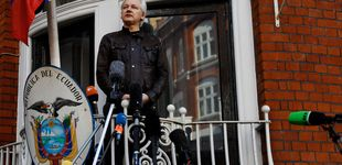 Post de Julian Assange tiene una nueva causa: el referéndum de Cataluña