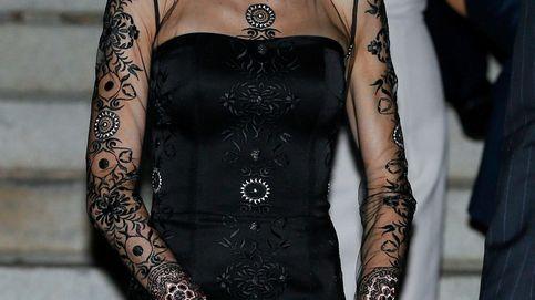 Los contrastes de Letizia: combina un vestido de 1.000 euros con unos pendientes de 10