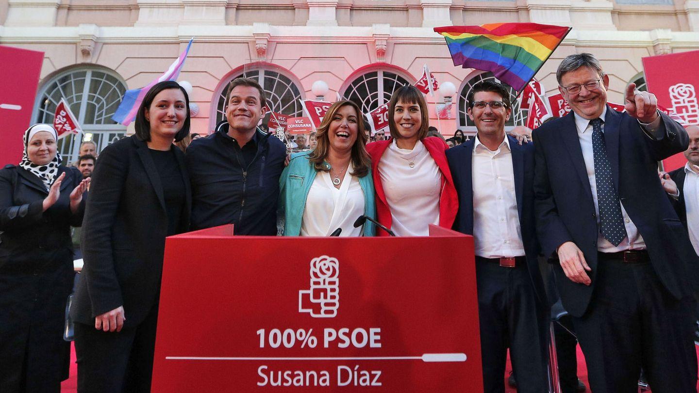Susana Díaz, con el presidente valenciano, Ximo Puig, este 21 de abril en la Casa de la Cultura de Xàtiva. (EFE)