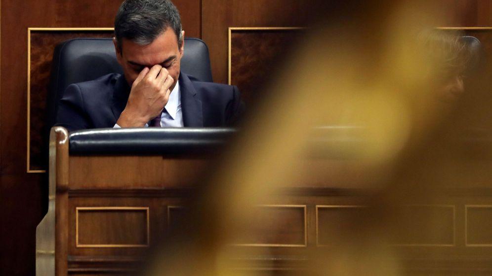 Foto: Pedro Sánchez, en su escaño en el Congreso de los Diputados. (EFE)