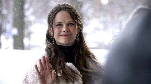 Sofía Hellqvist, guapa a rabiar y con lookazo bajo la nieve en la recta final de su embarazo
