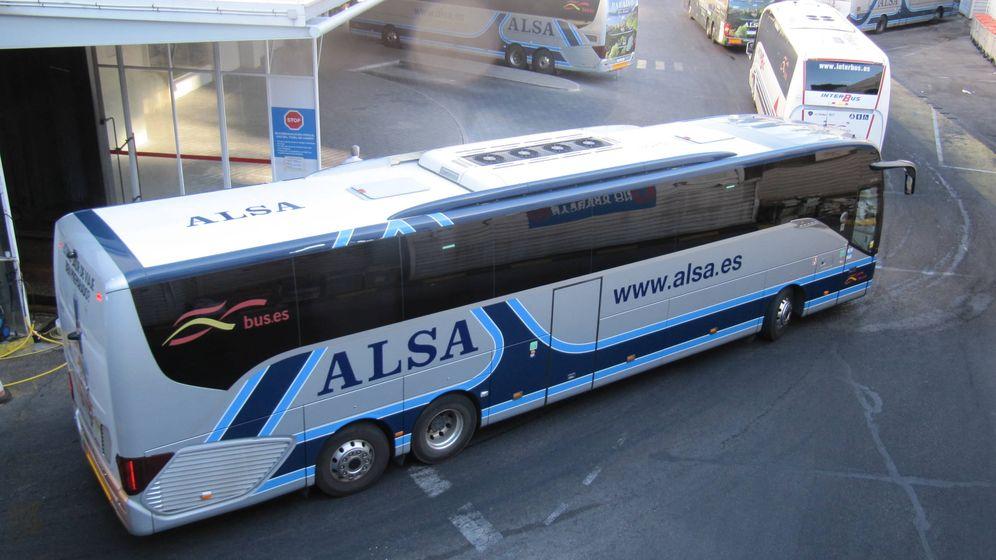 Foto: Un autobús de ALSA en Madrid (EFE)