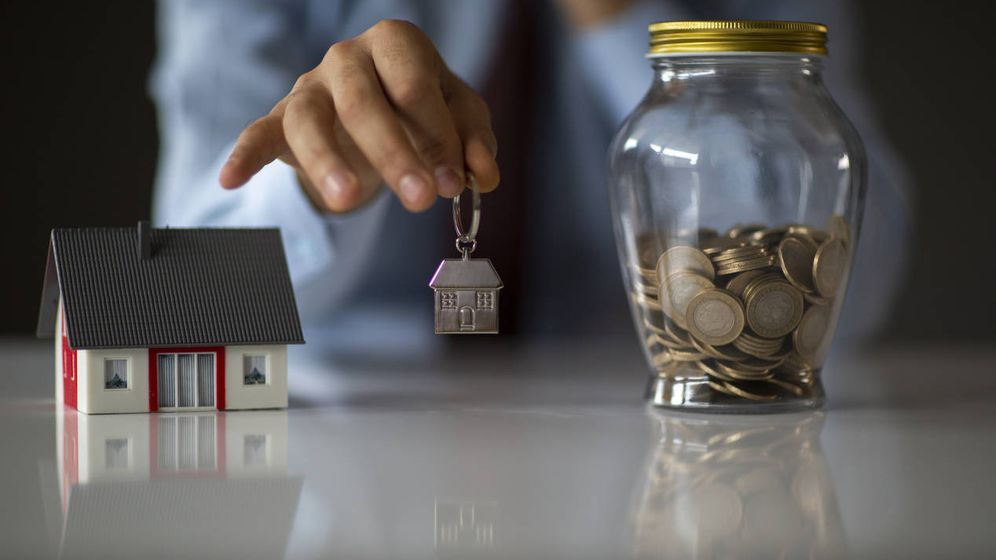Foto: Mi casero me ha ofrecido comprar su piso, pero tiene embargada la renta. (iStock)