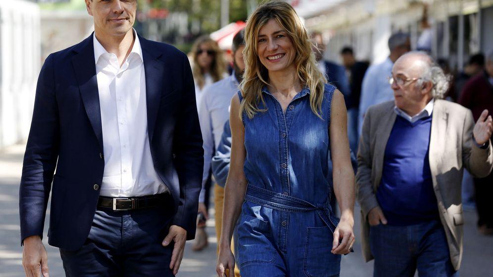 Foto: El líder del PSOE, Pedro Sánchez, acompañado por su esposa, Begoña Gómez. (EFE)