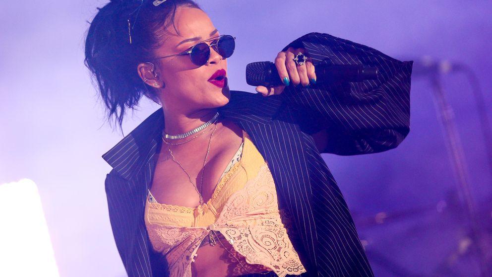 El tatuador de Rihanna pone en ridículo a la artista
