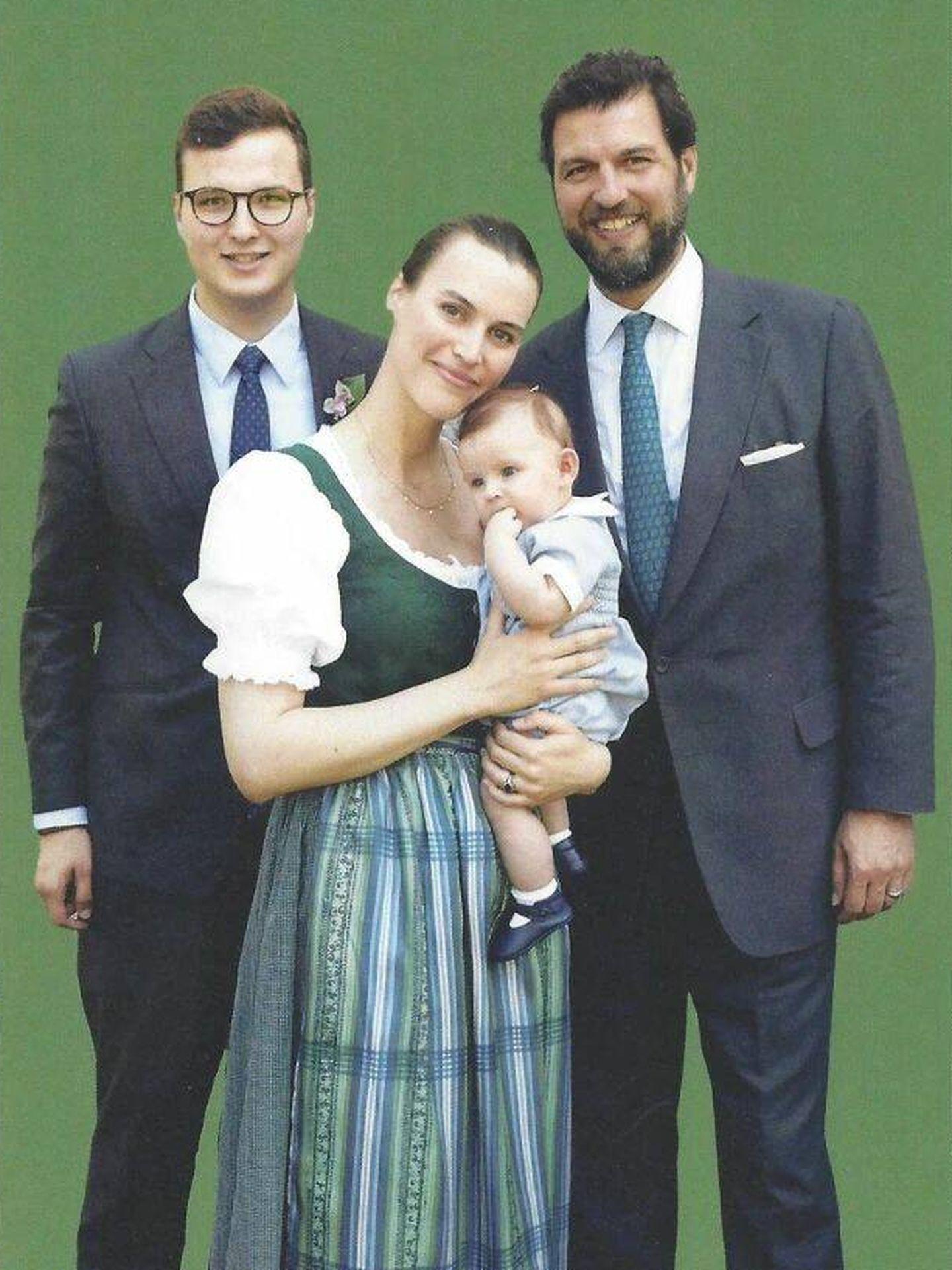 Alexander con el príncipe Casimir, Alana Bunte y el pequeño Salentin. (Casa de Sayn)