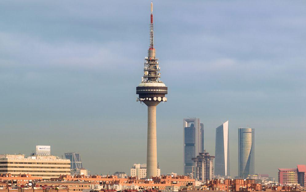 Foto: Vista del 'Pirulí'. (Gregorio Puga Bailón)