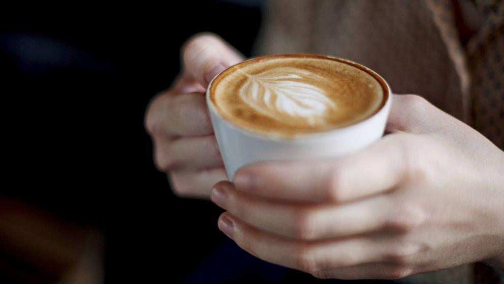 Cómo coger la taza de café sin que parezca que no tienes clase