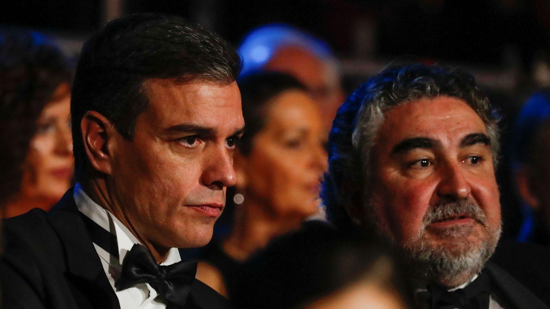 Pedro Sánchez y el ministro de Cultura, José Manuel Rodríguez Uribes, en la última gala de los Premios Goya, el pasado 25 de enero. (Reuters)